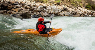 White water kayaking guide to the correct kayak playboat and river runner